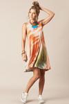 Vestido-Tie-Dye-Yacamim-Hippie-Chic-Pose
