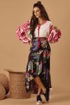 Saia-Transpassada-Preta-Floral-Hippie-Chic-Pose