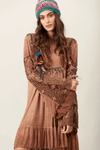 Vestido-Curto-Marrom-estonado-hippie-chic-pose