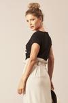 Camiseta-Preta-Sou-Gentileza-Yacamim-costas