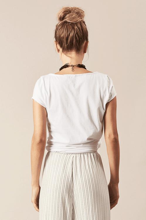 Camiseta-Basica-Branca-sou-gentileza-Yacamim-costas