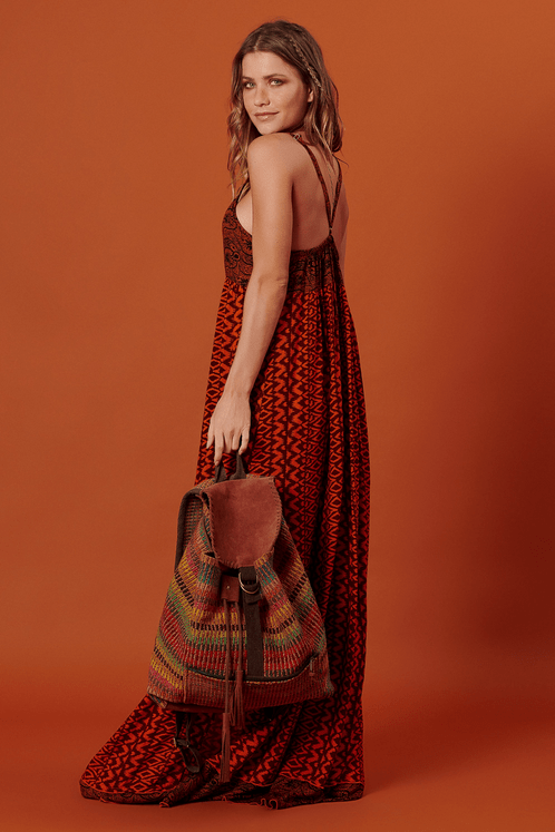 Vestido-longo-com-fendas-patchwork-yacamim-costas