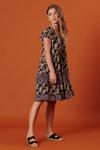 Vestido-curto-patchwork-preto-floral-yacamim-frente