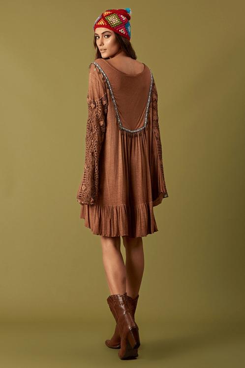Vestido-Marrom-Estonado-Moedas-Yacamim-Costas