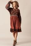 Vestido-Vermelho-escuro-Patchwork-Pose