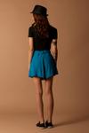 Shorts-de-Linho-Azul-Yacamim-Costas