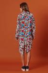 Chemise-pontas-floral-azul-patchwork-Yacamim-Frente