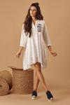 Vestido-branco-bordado-Yacamim-Frente