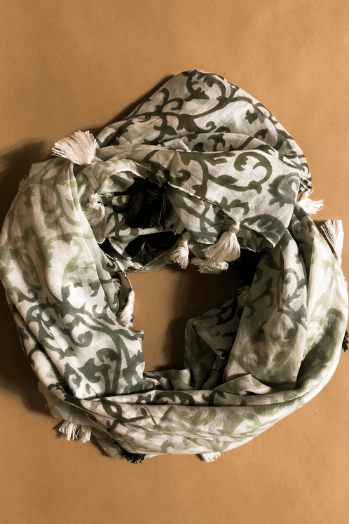 Lenco-Estampado-Verde-Escuro-Yacamim-enrolado