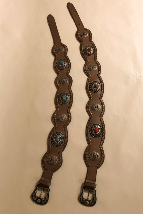 Cinto-de-couro-detalhes-pedras-vermelhas-yacamim-esticado