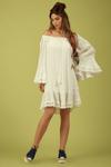 Vestido-Ciganinha-Branco-Yacamim-Pose