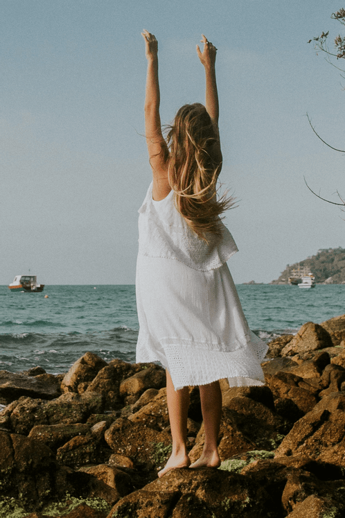 Vestido-Branco-Yacamim-Costas