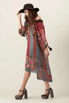 Vestido-Etnico-Digital-Yacamim-Pose