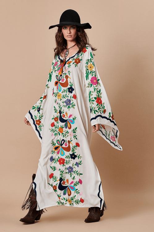 Vestido-longo-bordado-Yacamim-Lado