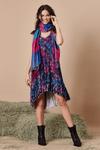 Vestido-com-rendas-Batik-digiral-Yacamim-pose