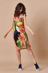 Vestido-curto-colecao-passaros-do-brasil-Yacamim-Pose