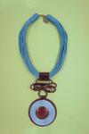 Colar-Fios-Azul-Detalhe-Fio-Metal-Yacamim