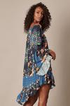 Vestido-Ciganinha-Azul-Yacamim-pose