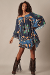 Vestido-Ciganinha-Azul-Yacamim-longe