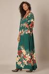 Vestido-Longo-Verde-Fendas-Yacamim-pose