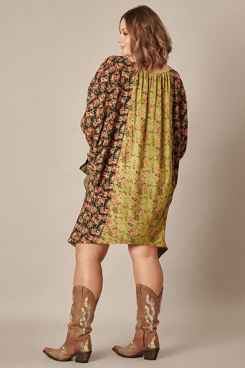 Vestido-patchwork-amplo-verde-yacamim-costas