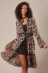 Kimono-Preto-Floral-Yacamim-pose