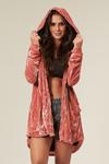 casaco-aberto-veludo-rosa-yacamim-corpo