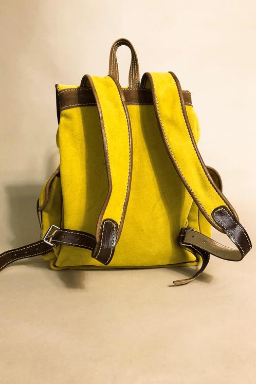 Mochila-de-Couro-amarela-Yacamim-costas