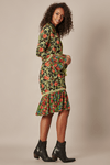 Kimono-Curto-Verde-Patchwork-Yacamim-pose