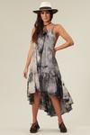 Vestido-Mullet-Cinza-Yacamim-pose