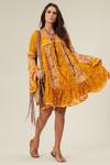 vestido-de-renda-patchwork-yacamim-pose