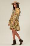 Vestido-Curto-Amarelo-Patchwork-yacamim-pose