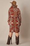 vestido-curto-marrom-estampado-yacamim-plus-costas
