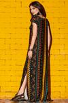 Vestido-Longo-Preto-Estampado-Yacamim-costas