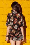Camisa-Preta-Estampa-Caveiras-Yacamim-costas