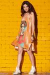 vestido-curto-regatao-com-top-estampa-mexicana-yacamim-pose