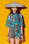 Camisa-Meia-Manga-Azul-Estampa-Colecao-viva-las-cores-yacamim-frente