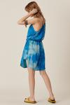 Vestido-Curto-Azul-Yacamim-Pose