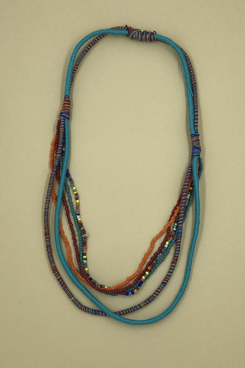 Colar-Missangas-Azul-Yacamim