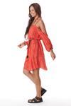 Vestido-com-Ombros-Vazados-Vermelho-Pose
