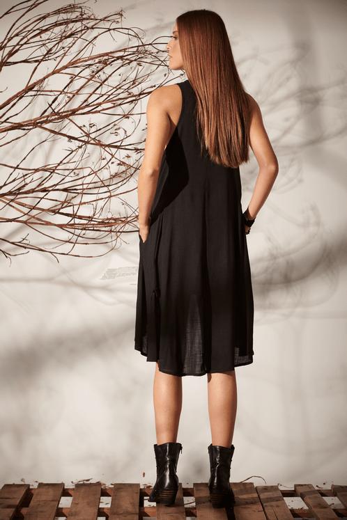 Vestido-Gode-preta-Yacamim-costas