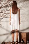 Vestido-Linho-Pontas-Branco-Yacamim-costas