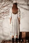 Vestido-Bege-Linho-Listrado-Yacamim-costas