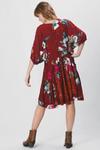 Vestido-Curto-Vermelho-Escuro-Estampado-Yacamim-costas