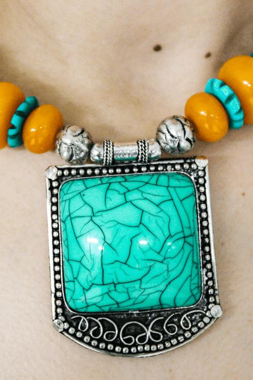 Colar-Indiano-Pedra-Verde-Yacamim-costas