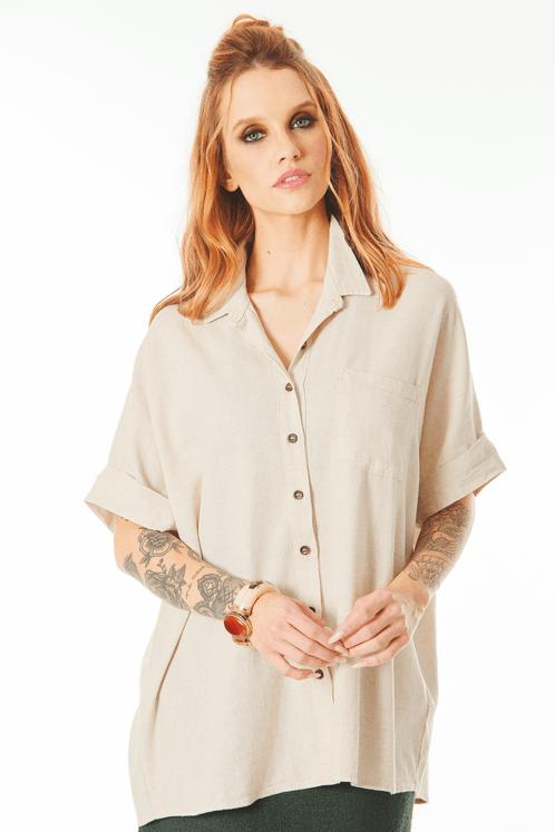 Camisa-de-Linho-com-Mangas-Dobradas-Bege-Yacamim-frente