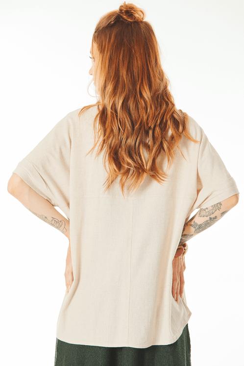 Camisa-de-Linho-com-Mangas-Dobradas-Bege-Yacamim-costas