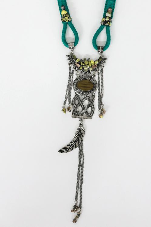 Colar-Artesanal-Macrame-Verde-metal-trancado-yacamim-frente--Copia-
