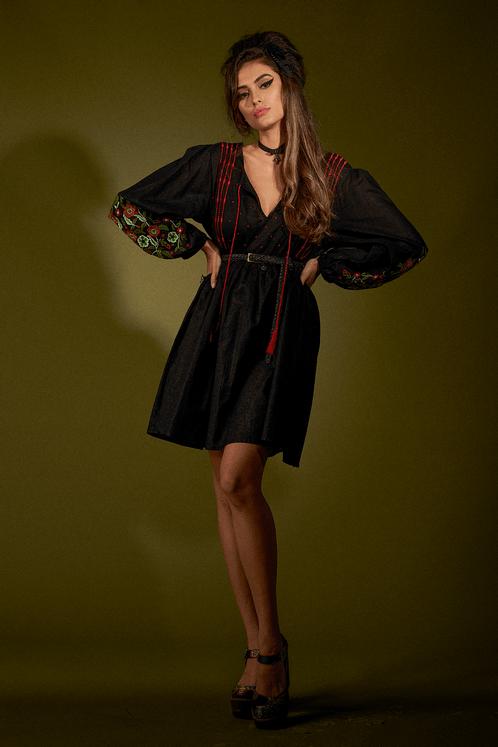 Vestido-Preto-Bordado-Yacamim-Frente-1500x1000