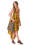vestido-Mullet-amarelo-patchwork-yacamim-pose
